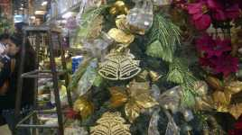 Meski Makin Mahal, Aksesori Natal Tetap Laku