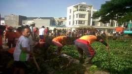 Antisipasi Banjir, 500 Ton Sampah Kali Kebon Jahe Diangkut