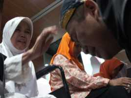 Ketika Bupati dan Perwira Polisi Menangis di Pangkuan Ibu