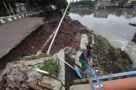 Hujan Deras, Tebing Jalur Solo-Semarang Longsor