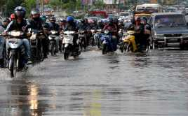 Diguyur Hujan Deras, Beberapa Ruas Jalan Tergenang Hingga 30 Cm