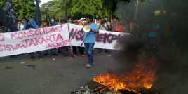 Demo Save KPK Lumpuhkan Jalan Diponegoro