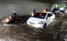 Diguyur Hujan Deras, Beberapa Ruas Jalan di Jakarta Tergenang