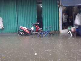 Rumah Warga di Matraman Terendam Banjir