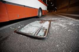 Bus Tabrak Rumah, Sopir Tewas