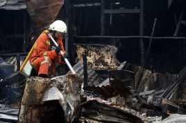 Terjadi Ledakan saat Dua Kapal Terbakar di Muara Angke