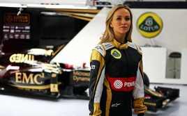 Lotus Percayakan Mobil Hybridnya ke Pembalap Perempuan