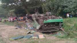 Truk Tangki Terguling di Tol Cakung