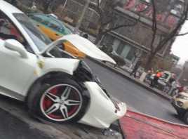 Tabrak Trotoar, Ferrari 458 Italia Rp8 Miliar Ringsek