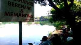 Danau UI Maut Tak Buat Pemancing Takut