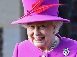 Staf di Istana Buckingham Tuntut Uang Lembur