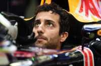 Ricciardo Bakal Samai Level Vettel