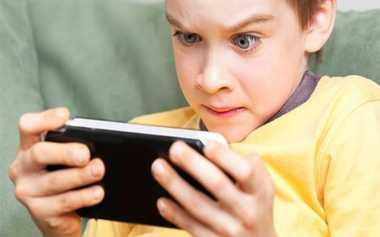 Anak-Anak Balita Semakin Akrab dengan Gadget