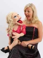Koleksi Boneka Rp 2 Miliar, Wanita Inggris Membatalkan Pertunangan