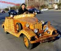 Pria Ini Bikin Mobil dari Kayu Bermesin Skuter Listrik