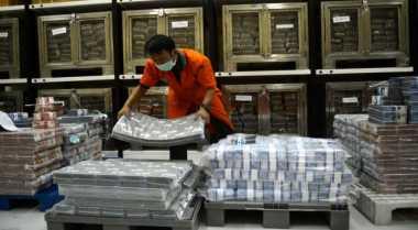 Ekonomi RI Lesu, Rupiah Melemah ke Rp13.062