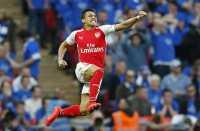 Tendangan Bebas Sanchez Bawa Arsenal Unggul