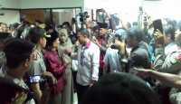 Ratusan Pendukung Sambut Fuad Amin di Pengadilan Tipikor