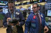 Fed Batal Naikkan Suku Bunga Juni, Wall Street Tergelincir