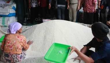 \Pantauan di Delapan Pasar, Malang Bebas Beras Plastik\