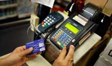 \Keunggulan Pakai Kartu Debit dibanding Kredit   \