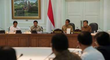 \Jokowi Ajak Para Menteri Hitung Anggaran Program Prioritas\