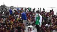 Meski Kritis, Perempuan Rohingya Tetap Susui Bayinya