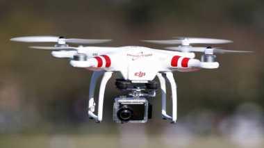 Drone Hantam Dua Orang di Parade Memorial Day