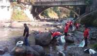 Rayakan HUT Bogor, Warga Berlomba Bersihkan Sungai Ciliwung