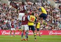 Mertesacker Bawa Arsenal Menjauh