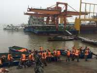 Seribu Polisi Bantu Cari 458 Penumpang yang Tenggelam