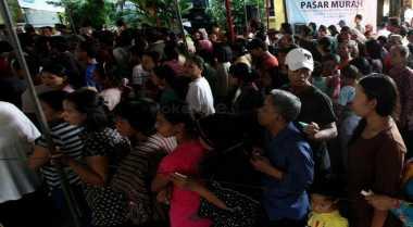 \Tujuh BUMN Jual 3.500 Paket Sembako Di Pasar Murah Garut\