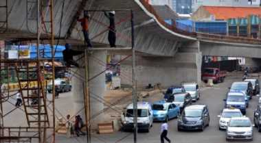 \Ekonomi Melambat karena Adanya Penundaan Proyek Infrastruktur\