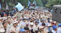 Tuntut Gaji & THR, Buruh Ancam Terus Demo UOB