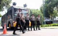 Tersangka Pembunuh Angeline Dikawal Kendaraan Lapis Baja
