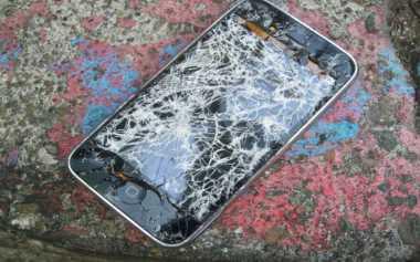 """Peneliti Kembangkan Smartphone yang Bisa """"Sembuhkan"""" Diri"""