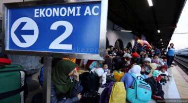 \Kunjungi Stasiun Senen, Ketua DPR Janjikan PT KAI Raih PMN\