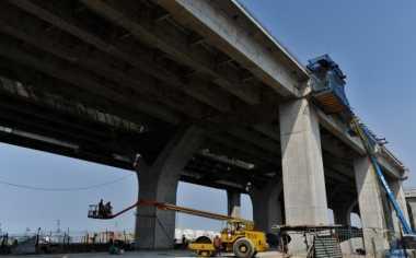 \Tiga Beton Tol Akses Tanjung Priok Tak Sesuai Spesifikasi\