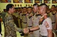 Jokowi Lantik 793 Perwira Remaja TNI-Polri