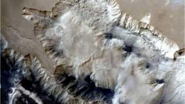 India Rilis Foto 3D Ngarai Misterius di Planet Mars