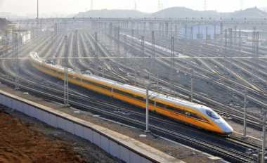 \Malaysia Latah Ingin Bangun Kereta Cepat\