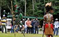 Suku Kamoro Trauma Melihat TNI