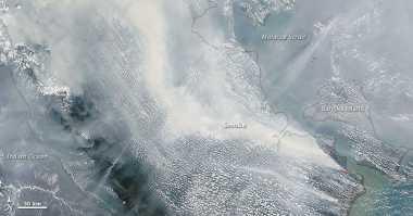 Foto Penampakan Kabut Asap Sumatera dari Luar Angkasa