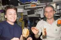 Kosmonot Rusia Akan Bisa Nikmati Hamburger di Luar Angkasa