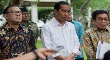 \Jokowi Rapat Malam-Malam Siapkan Paket Kebijakan IV\