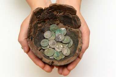 Setumpuk Koin Kuno Peninggalan Romawi Ditemukan