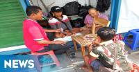 Tidak Melaut, Nelayan di Ancol Pilih Main Gaple
