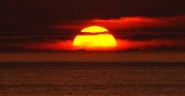 Alasan Matahari Terbenam Berwarna Merah
