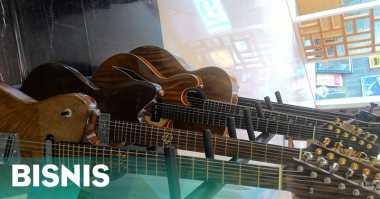\Top Bisnis: Manfaatkan Kayu Bekas, Gitar Buatan Indonesia Ini Laris di Korea\