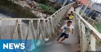 Tergerus Banjir, Jembatan di Trenggalek Ambles